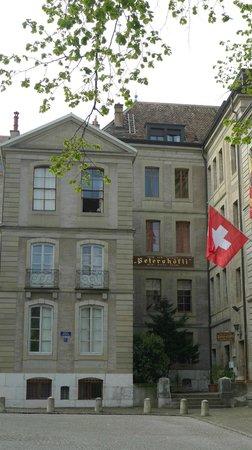 Home St.Pierre: fachada principal