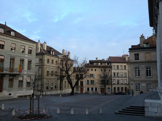 Home St.Pierre: plaza