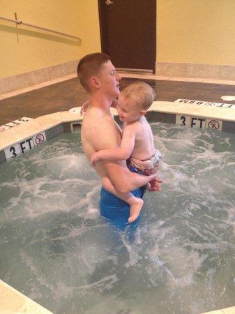 Holiday Inn Express Saint Robert-Fort Leonard Wood: Loved the hot tub