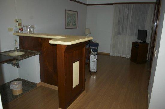 HB Hotels Ninety: living y cocina de la habitacion