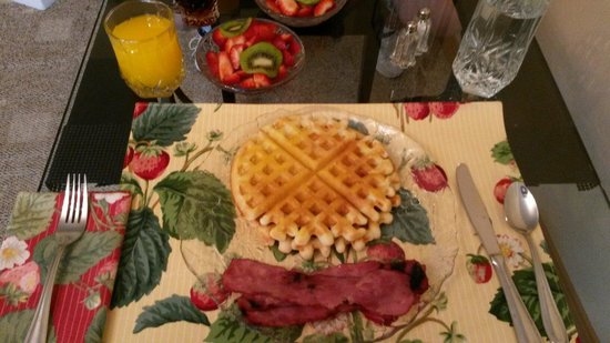 Eureka Springs Hideaway: Absolutely loved the huge breakfast Mrs & Mr bright made for us each morning.