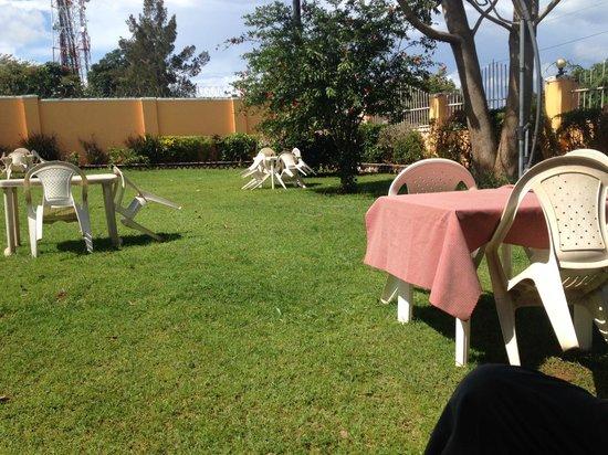 Sunset Entebbe: garden area