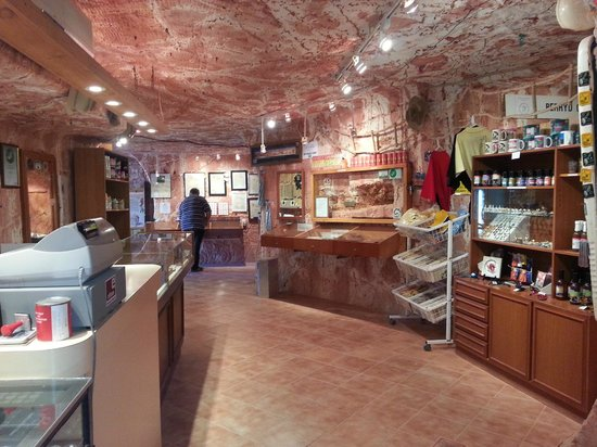Opal shop at the Old timers mine