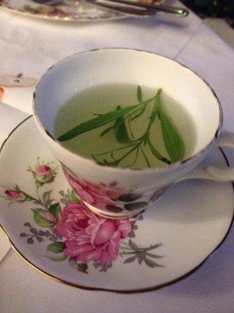 Sonya's Garden B&B: Fresh tarragon tea