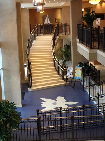 Hyatt Regency Clearwater Beach Resort & Spa: Stairs from the Front Desk Area to the Second Floor