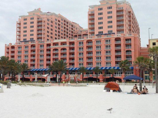 Hyatt Regency Clearwater Beach Resort & Spa: View of Hotel from the Beach