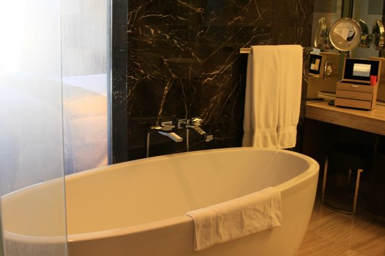 Mandarin Oriental, Las Vegas: tub fits 2 people