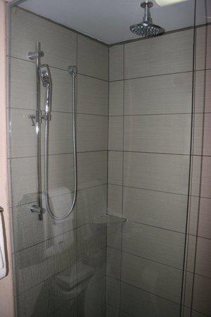 Riotel Matane: Shower