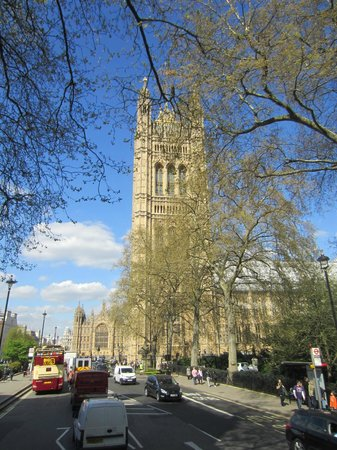 Big Bus Tours - London: Big Ben in the Spring