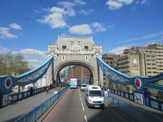Big Bus Tours - London: Tower Bridge, London