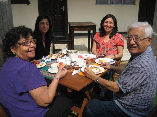 Posada de San Carlos: Comiendo