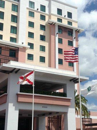 Embassy Suites by Hilton Orlando Lake Buena Vista South: vista da entrada