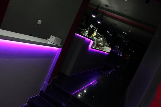212 Lounge Romford: Serving mocktails, desserts and paninis.