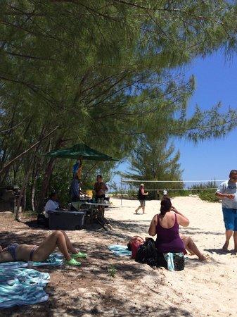 Pat & Diane Snorkeling : Setup at beach