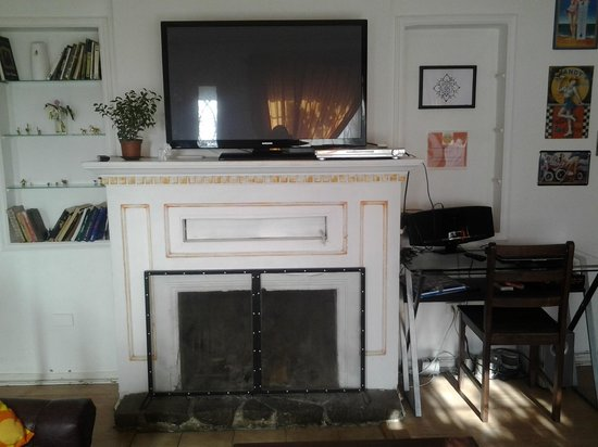 Hostal Casa Moli: Sala con Tv y dvd