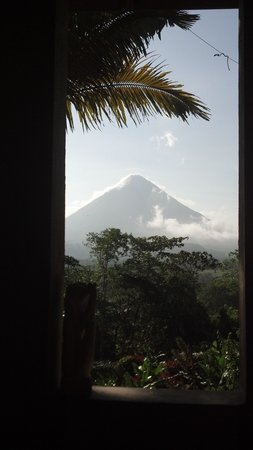 Lost Iguana Resort & Spa: View of Arenal Volcano from our room