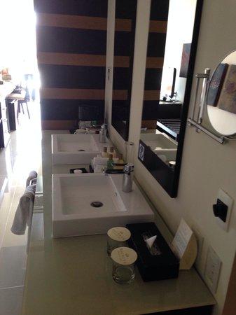 Secrets Huatulco Resort & Spa: Sink
