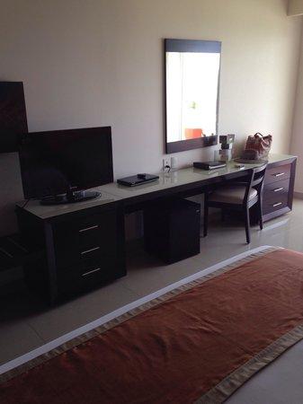 Secrets Huatulco Resort & Spa: Tv