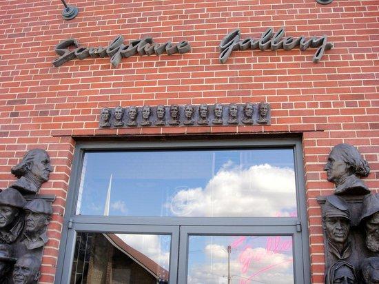 Alan Cottrill Sculpture Studio & Gallery: Gallery entrance