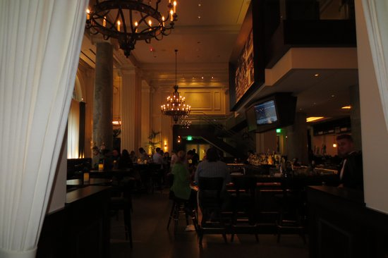 Joe's Seafood Prime Steak & Stone Crab: The bar area as you enter, separate from the main dining room