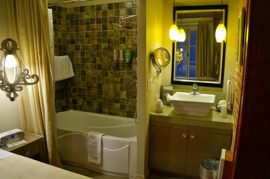 Auberge Place D'Armes: Bathroom