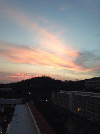 Secrets Huatulco Resort & Spa : Sunset