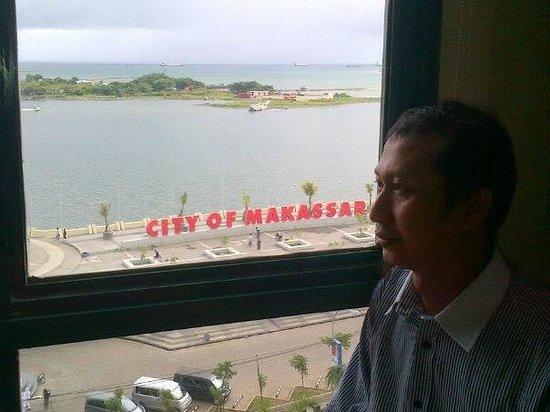 Aryaduta Makassar: Pemandangan dari hotel ke arah pantai