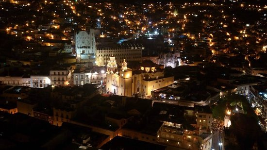 Monumento al Pipila : vista nocturna