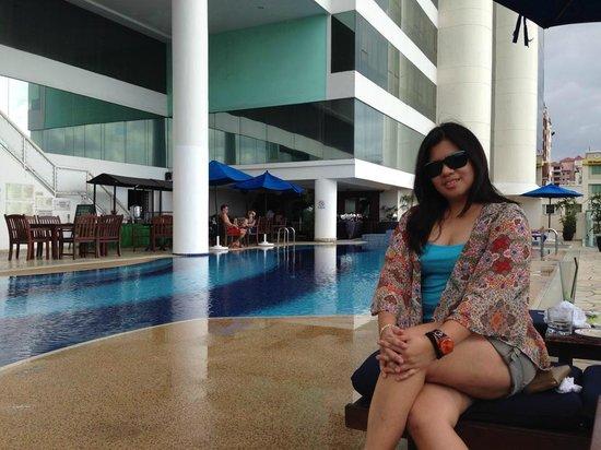 Le Meridien Kota Kinabalu: Poolside