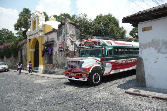 Hotel Los Pasos: Street corner by the hotel