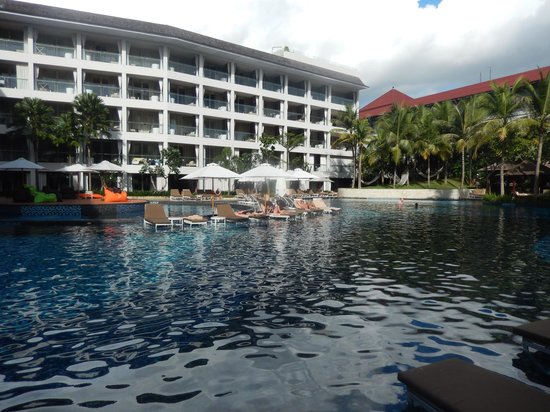 The Stones Hotel - Legian Bali, Autograph Collection: Overivew Hotel Room and Pool Area