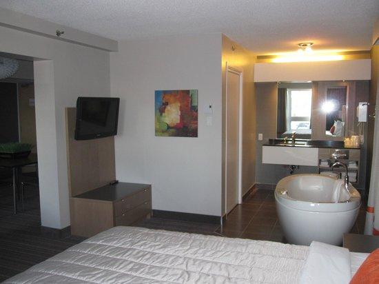 Hotel Cofortel: Côter où le bain, dans la chambre