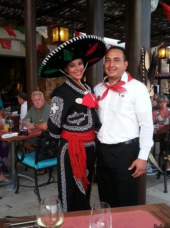Grand Solmar Land's End Resort & Spa: Friendly staff at Cinco de Mayo festivities.  Yazmin and Alfredo.  Great food and fun!