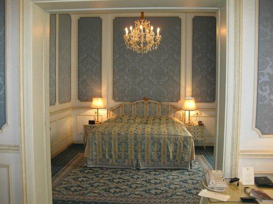 Hotel Imperial Vienna: Bedroom.