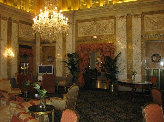 Hotel Imperial Vienna: Reception foyer.