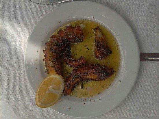 Aromas Traditional Tavern: Polipo alla griglia (octopuss) meraviglioso