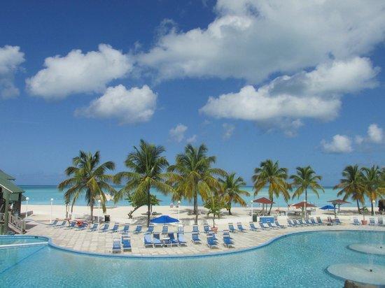 Starfish Jolly Beach Resort: Main pool north