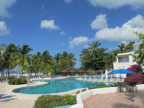 Starfish Jolly Beach Resort: Quiet pool