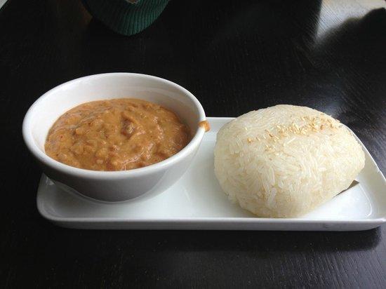 Thai House Cuisine : The very yummy sticky rice and peanut sauce