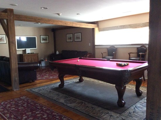 Historic Jacob Hill Inn: Pool Room Area upstairs
