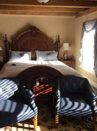 Historic Jacob Hill Inn: Our bedroom