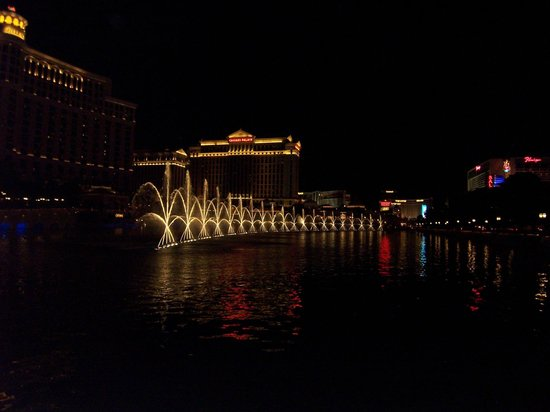 Eastside Cannery Casino & Hotel : bellagio water show