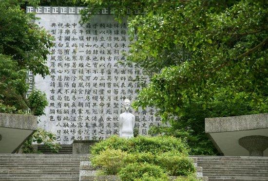 Tianxiang Scenic Are: 文天祥の像と「正気の歌」の歌碑