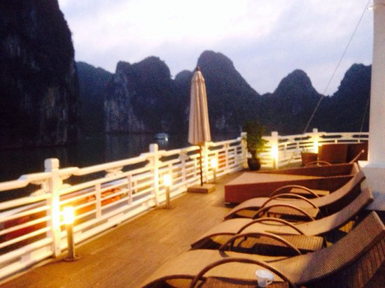 Calypso Suites Hotel: Romantic overnight at 5 star luxury Âu Co Cruise at Halong Bay