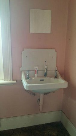 Deloraine Hotel: The sink with no water
