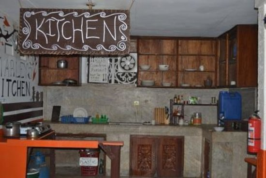 Marleys Guesthouse: kitchen- where we cook food, nice :)