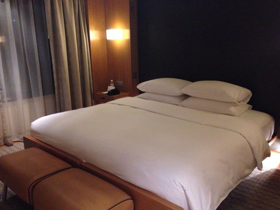 Grand Hyatt Singapore: Comfortable king-sized bed