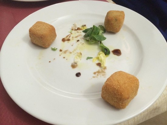 Cuevas La Granja: Homemade croquettes (er...three types...originally three of each...but we could not resist)