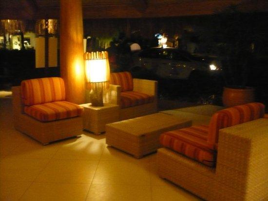 Bluewater Maribago Beach Resort: ロビー