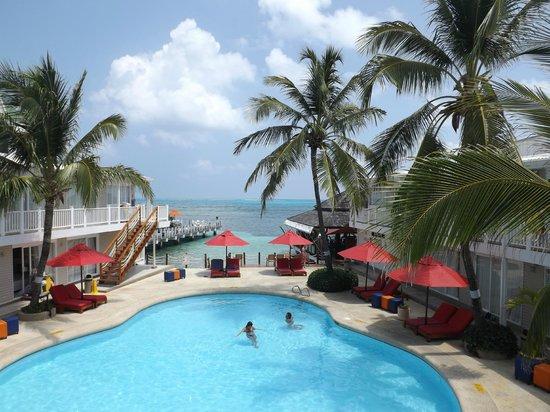 Decameron Los Delfines: A piscina vista do andar superior.